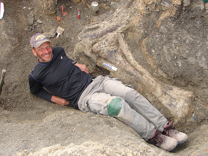 This February 15, 2007 photo handout on September 4, 2014 by American paleontologist Kenneth J. Lacovara shows Lacovara at an excavation site in southern Patagonia in Argentina, posing by a tibia bone of a Dreadnoughtus dinosaur (AFP Photo / HO / Kenneth J. Lacovara)