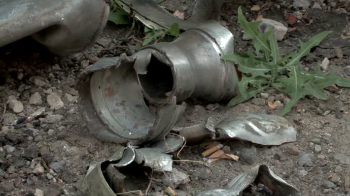 An unexploded shell in the city of Donetsk, eastern Ukraine (screenshot from RT)