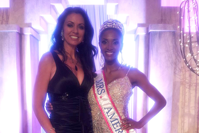 Laurett Ellsworth Arenz (left) and Austen Williams, Mrs America 2013 (Image from facebook.com)