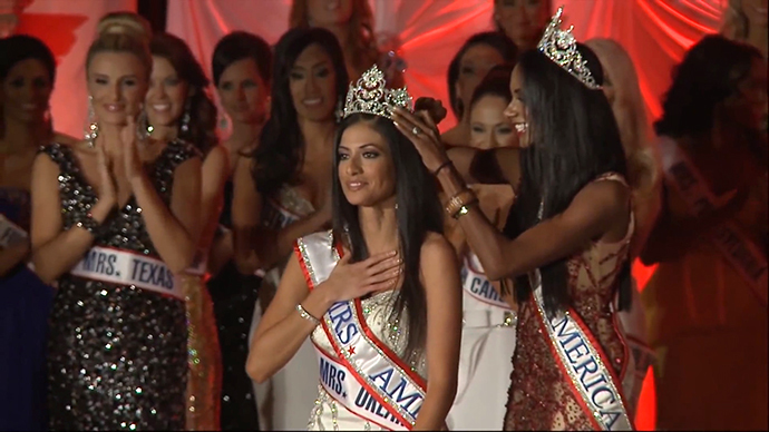 Mrs. America-2014 Crowning Moment (Still from a YouTube video uploaded by Gary McLaughlin)