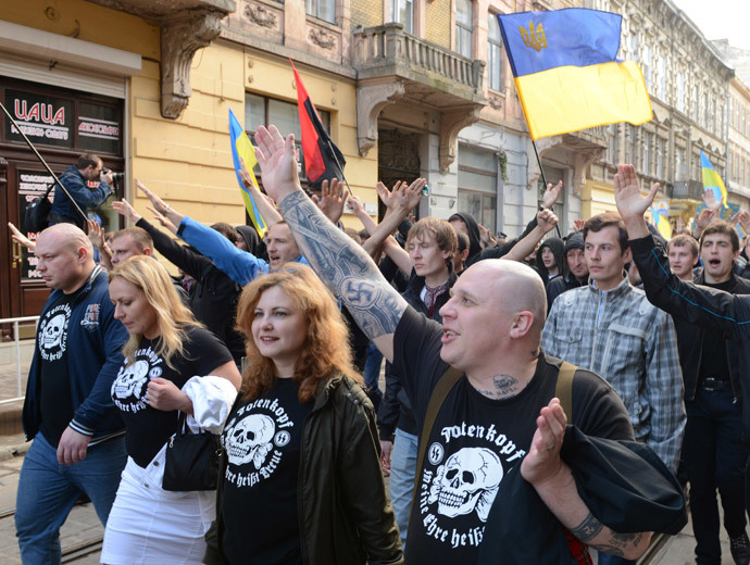Ukrainian ultra-nationalists salute as they march in the center of the western city of Lviv.(AFP Photo / Yuriy Dyachyshyn)