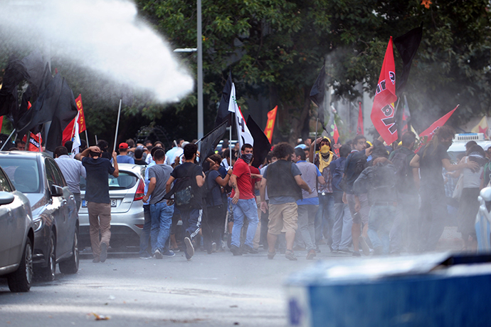 Turkish riot police use water cannons during a clash with protesters on September 7, 2014 in Istanbul. (AFP Photo / Ozan Kose)