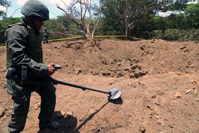 Handout picture released by the Nicaraguan presidency press office showing a Nicaraguan soldier checking the site where an alleged meteorite struck on September 7, 2014 in Managua. (AFP Photo)