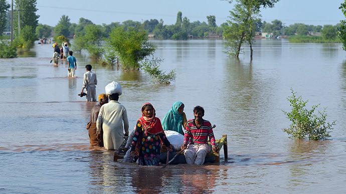 Monster floods kill over 400 in India, Pakistan (PHOTOS)