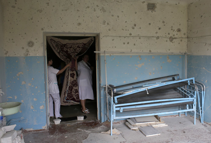 Medical personnel look into the ward of the local hospital damaged during recent shelling in Avdeevka, 5 kilometres north of Donetsk on September 8, 2014. (AFP Photo/Anatolii Stepanov)