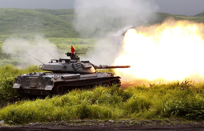 A Japanese Ground Self-Defense Force Type 74 armoured tank fires during an annual training session (Reuters/Yuya Shino)