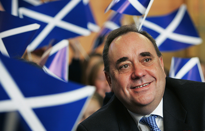 Scotland's First Minister Alex Salmond is confident despite bank's warnings, Scotland will vote for independence on Sept. 18. (Reuters / David Moir)