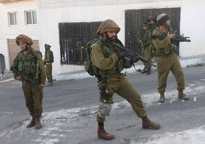 Israeli soldiers stand guard during a raid (Reuters / Abed Omar Qusini)