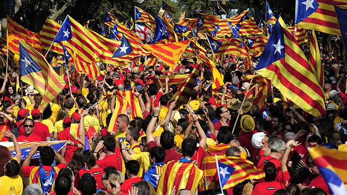 Catalans holding Catalan independentist flags (Estelada) gather on Passeig de Gracia during celebrations of Catalonia National Day (Diada) in Barcelona on September 11, 2014. (AFP Photo / Josep Lago)