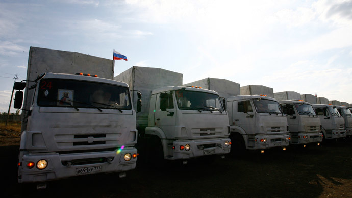 Lorries of the Russian humanitarian convoy are parked near the Donets'k checkpoint at the Russian border with Ukraine, some 30 km west of Kamensk-Shakhtinsky in the Rostov region on September 11, 2014.(AFP Photo / Sergei Venyavsky)