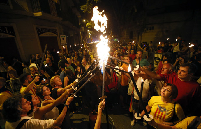 "People light torches before a march on the eve of ""Diada de Catalunya"" (Catalunya's National Day) in central Barcelona September 10, 2014. (Reuters/Albert Gea)"