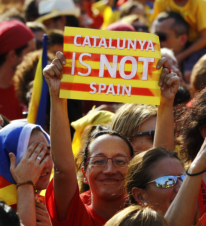 A woman brandishes a placard on Gran Via de les Corts Catalanes during celebrations of Catalonia National Day (Diada) in Barcelona on September 11, 2014. (AFP Photo/Quique Garcia)
