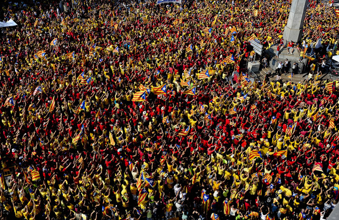 Catalans holding Catalan independentist flags (Estelada) gather on Passeig de Gracia during celebrations of Catalonia National Day (Diada) in Barcelona on September 11, 2014. (AFP Photo/Josep Lago)