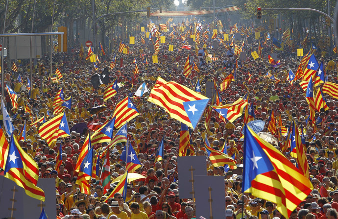 Catalans holding independentist flags (Estelada) gather on Gran Via de les Corts Catalanes during celebrations of Catalonia National Day (Diada) in Barcelona on September 11, 2014. (AFP Photo/Quique Garcia)