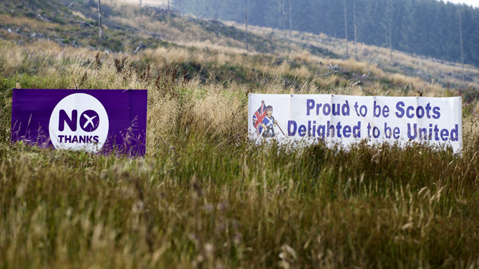 Pro-union banners are placed in a field in Jedburgh, on the Scottish border with England, on September 11, 2014, a week ahead of Scotland's independence referendum. (AFP Photo/Lesley Martin)