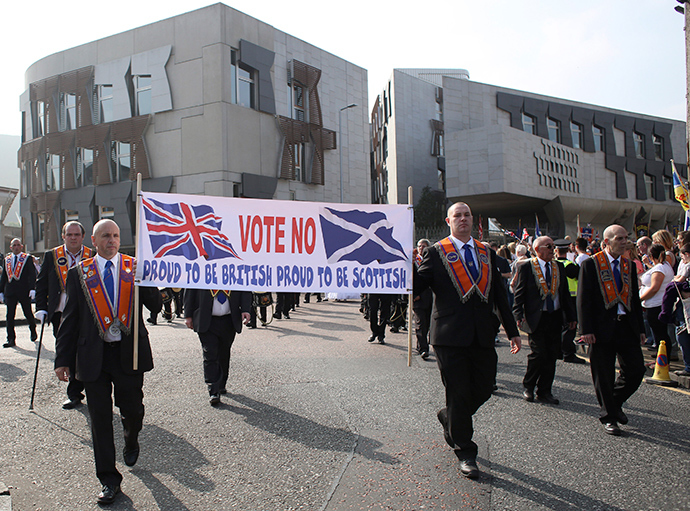 Members of the Orange Order march past the Scottish Parliament during a pro-Union rally in Edinburgh, Scotland September 13, 2014 (Reuters / Paul Hackett)