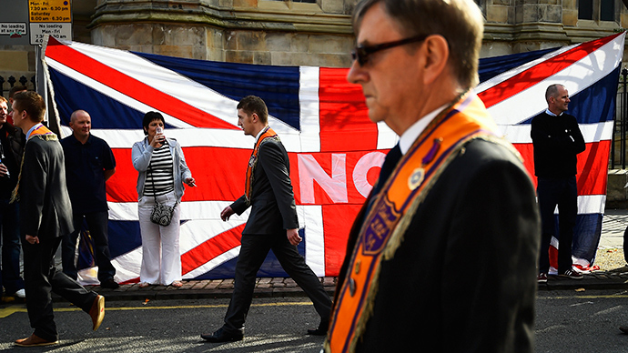 'Proud to be British': 15,000 'No' campaigners rally for union through Edinburgh