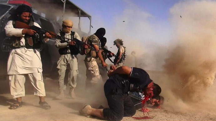 Islamic State of Iraq and the Levant (ISIL) militants executing members of the Iraqi forces on the Iraqi-Syrian border.(AFP Photo / Albaraka NEW)