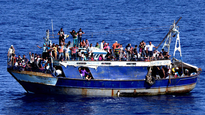 700 migrants feared drowned, traffickers 'deliberately sink' boat