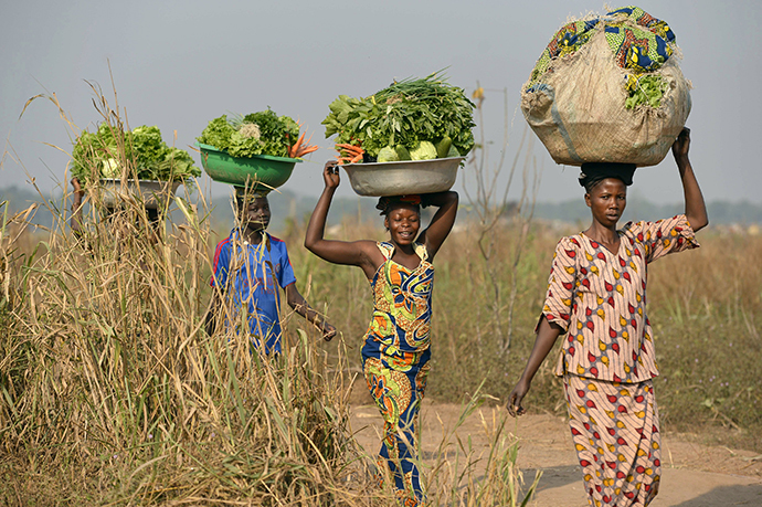 Women come back from the fields to sell vegetables at a market near the internally displacement camp close to the airport in Bangui (AFP Photo / Miguel Medina)