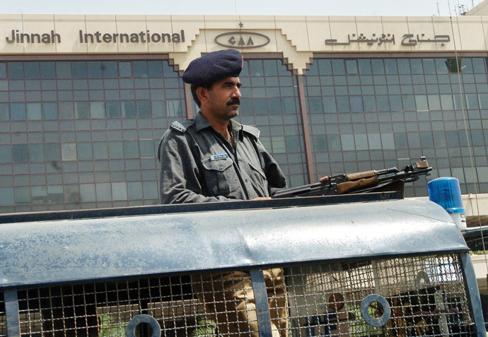 A Pakistani policeman stands guard in front of the Jinnah International airport in Karachi (AFP Photo / Rizwan Tabassum)