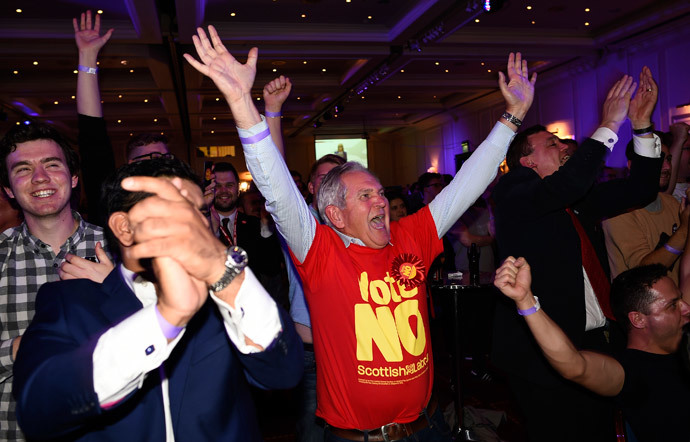 "Supporters from the ""No"" Campaign react to a declaration in their favour, at the Better Together Campaign headquarters in Glasgow, Scotland September 19, 2014. (Reuters / Dylan Martinez)"