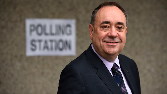 Scotland's First Minister Alex Salmond poses for a photograph before placing his vote during the referendum on Scottish independence in Strichen, Scotland September 18, 2014. (Reuters / Dylan Martinez )