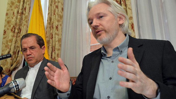 WikiLeaks founder Julian Assange (R) speaks as Ecuador's Foreign Affairs Minister Ricardo Patino listens, during a news conference at the Ecuadorian embassy in central London August 18, 2014. (Reuters / John Stillwell)