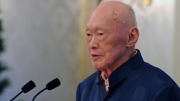 Elder statesman Lee Kuan Yew attends the launch of his new book on international affairs, at the Istana Presidential Palace in Singapore on August 6, 2013. (AFP Photo/Mohd Fyrol)