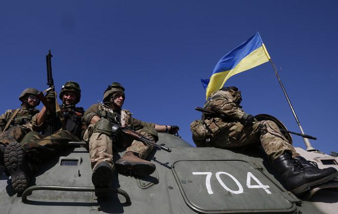 Ukrainian servicemen ride on an armoured vehicle near the eastern Ukrainian town of Pervomaysk, September 17, 2014. (Reuters/David Mdzinarishvili)