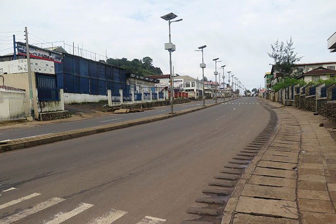 An empty street is seen at the start of a three-day national lockdown in Freetown September 19, 2014 (Reuters / Umaru Fofana)