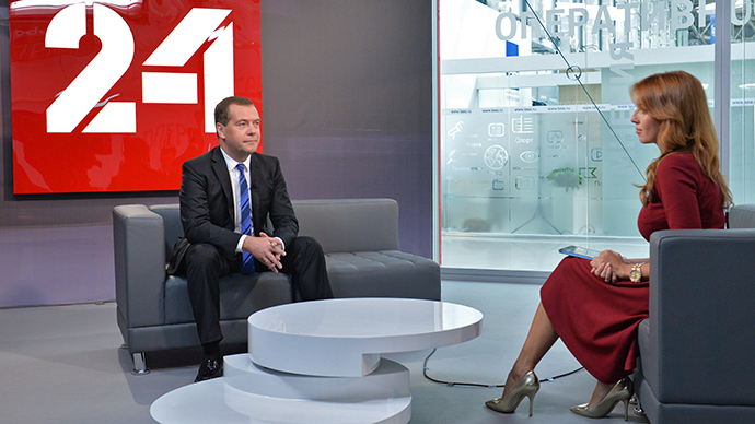 20 September 2014. Russian Prime Minister Dmitry Medvedev and TV anchor Maria Bondareva of the Russian Television and Radio Broadcasting Company prior to a live interview to Vesti v Subbotu program at the Expo Center in Sochi's Olympic Park (RIA Novosti / Alexander Astafyev)