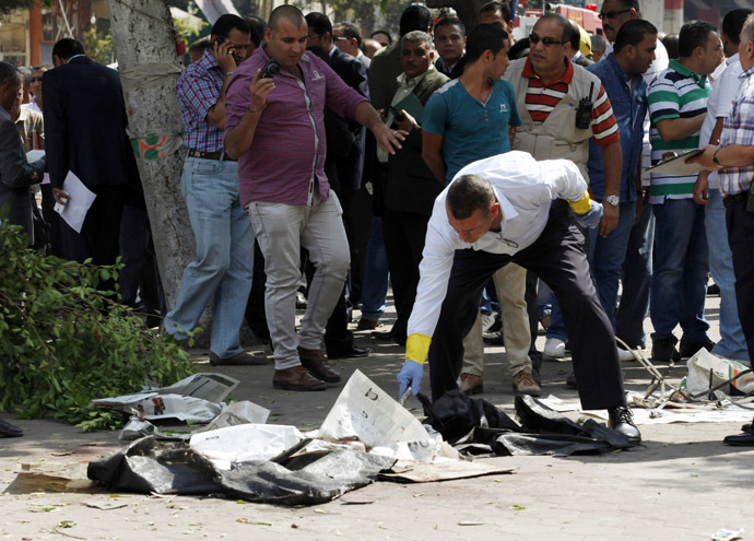 Forensic workers and policemen carry out investigations at the scene of a bomb blast in Cairo, September 21, 2014. (Reuters/Asmaa Waguih)