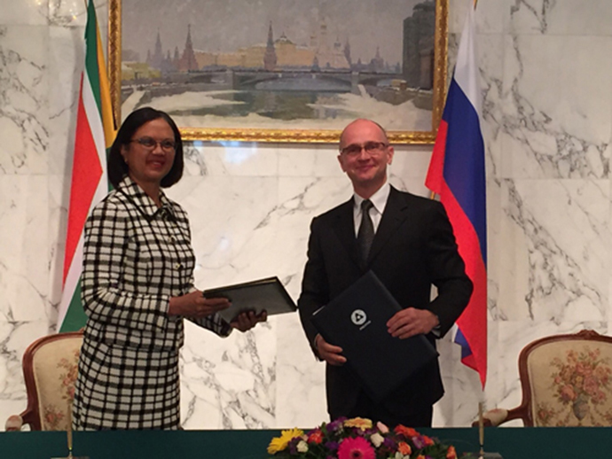 Director General of the State Atomic Energy Corporation Rosatom Sergey Kirienko and South-Africa's Minister of Energy Tina Joemat-Pettersson. (image from www.rosatom.ru)