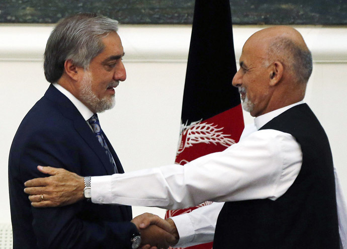 Afghan rival presidential candidates Abdullah Abdullah (L) and Ashraf Ghani shake hands after exchanging signed agreements for the country's unity government in Kabul September 21, 2014.(Reuters/Omar Sobhani)