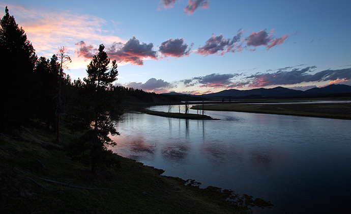 The Yellowstone River winds through the Hayden Valley in Yellowstone National Park, Wyoming (Reuters / Jim Urquhart)