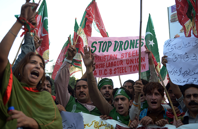 Supporters of Pakistan's Tehreek-e-Insaaf (PTI) political party shout slogans during a protest against US drone strikes in Karachi on December 17, 2013. (AFP Photo / Rizwan Tabassum)