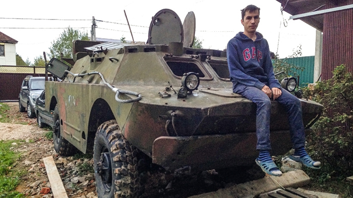 APCs 'round us: Russian guy buys armored carrier in Belarus to go to Crimea
