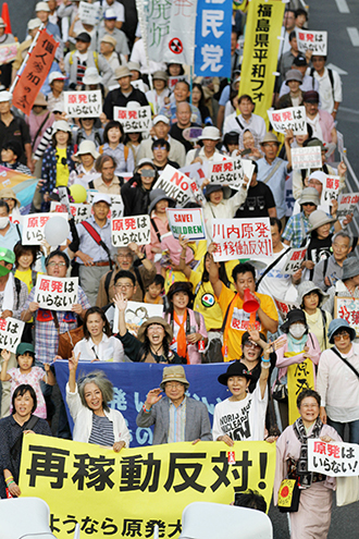 Anti-nuclear demonstrations march in Tokyo on September 23, 2014. (Japan out AFP Photo / JIJI Press)