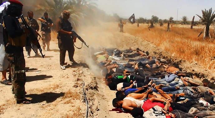 An image uploaded on June 14, 2014 on the jihadist website Welayat Salahuddin allegedly shows militants of the Islamic State of Iraq and the Levant (ISIL) executing dozens of captured Iraqi security forces members at an unknown location in the Salaheddin province (AFP Photo / HO / Welayat Salahuddin)