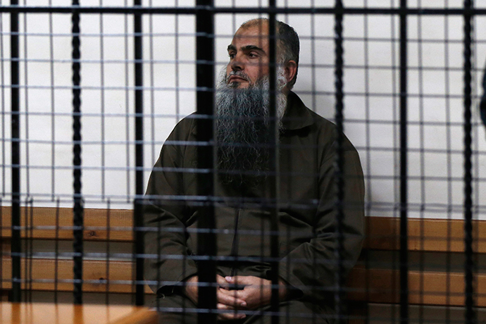 Radical Muslim cleric Abu Qatada sits and waits behind bars before his acquittal at the State Security Court in Amman September 24, 2014 (Reuters / Muhammad Hamed)