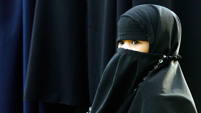 ​Over 1,000 students support London teen barred from school for wearing Islamic face veil
