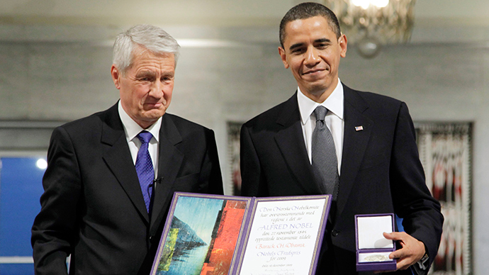 ARCHIVE PHOTO: U.S. President and Nobel Peace Prize laureate Barack Obama holds up his medal and diploma as he poses with Nobel Committee Chairman Thorbjorn Jagland at the Nobel Peace Prize ceremony at City Hall in Oslo December 10, 2009 (Reuters / John McConnico)