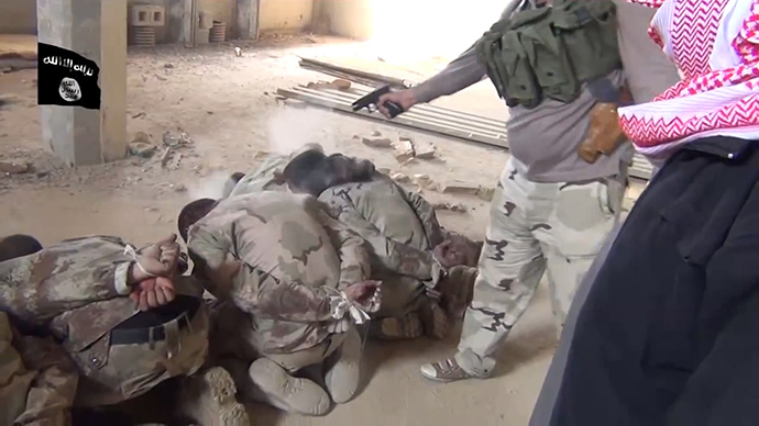 An image grab taken from a video uploaded on Youtube on February 19, 2014, allegedly shows militants from the Islamic State of Iraq and the Levant (ISIL) executing a group of Iraqi soldiers at an undisclosed location the Iraqi Anbar province (AFP Photo / HO)