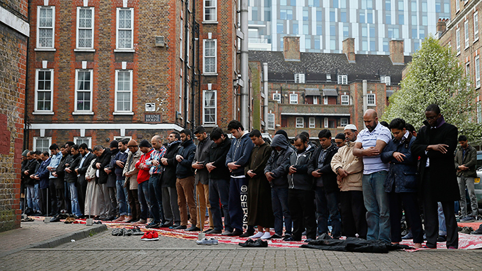 British-born, rich & isolated Muslims more likely to be radicalized – study