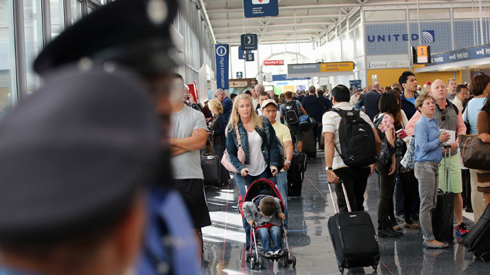 Suspected arson attack paralyzes Chicago airports
