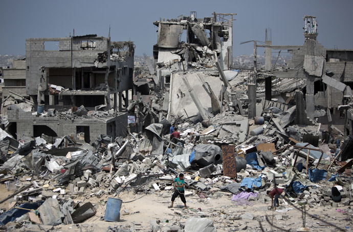 Palestinian men walk on the rubble of their destroyed houses in the Tufah neighbourhood in eastern Gaza City on August 31, 2014, following a 50-day war between Israel and Hamas militants in the Gaza Strip. (AFP Photo)