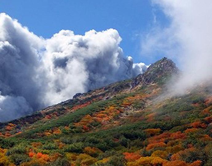This picture taken by climber Keiji Aoki on September 27, 2014 shows white smoke raising from Mount Ontake as Japan's volcano Ontake erupted in Nagano prefecture, central Japan. (AFP/Jiji Press)