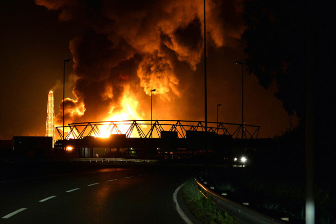 Flames arise after a fire broke out at the Mediterranean Refinery of Milazzo, one of most important in southern Italy, in Milazzo, near Messina on Sicily Island on September 27, 2014. (AFP Photo/Giovanni Isolino)