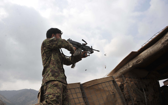 An Afghan security personnel retaliates against Taliban insurgents during an anti-Taliban operation in Dur Baba district near the Pakistan-Afghanistan border in the eastern Nangarhar province on September 25, 2014. (AFP Photo/Noorullah Shirzada)